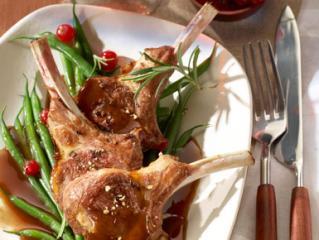 lammkoteletts mit johannisbeer balsamico soße