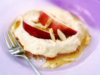 mandel rohrzucker meringues mit nektarinen