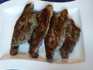 marinierte lammkoteletts mit kräuterreis