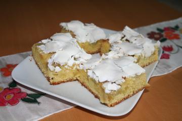 marzipan rhabarber kuchen mit baiser