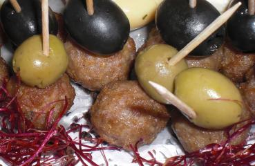 mettbällchen mit oliven fingerfood