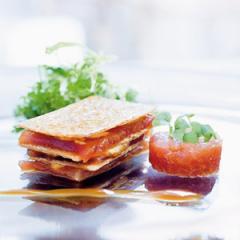 mille feuille von mariniertem thunfisch mit thunfischtatar und thunfischcrème