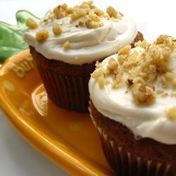 möhren cupcakes mit frosting aus frischkäse und weißer schokolade
