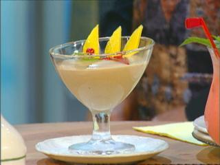 mokkacrème mit mangospalten im glas