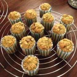 muffins mit zucchini karotten und rosinen