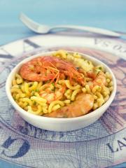 nudel paella mit meeresfrüchten