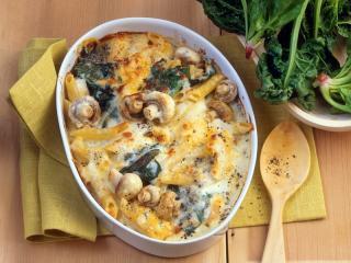 pasta mit pilzen in einer vier käse soße