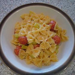pasta mit tomaten gurken brunch sauce