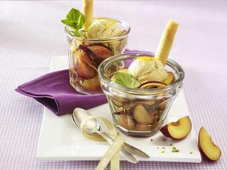 pflaumen pistazien salat mit cremelikör eis