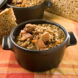 pikante linsensuppe mit gekochtem schinken