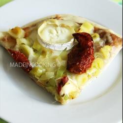 pizza mit auberginen lauch und ziegenkäse