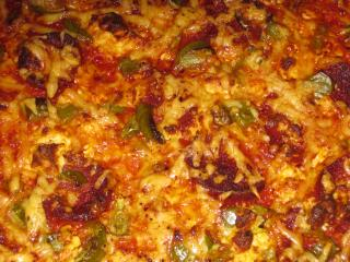 pizza sucuk schafskäse