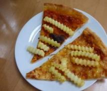 pommes pizza pizza con patate fritte
