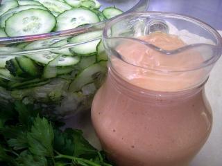 prinzessinnen salat gurkensalat mit rosa dressing
