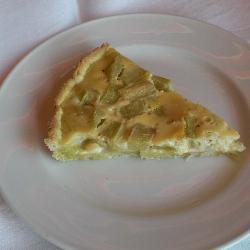 rhabarberkuchen mit mandeln und sahneguss