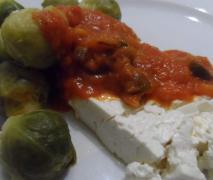 rosenkohl mit tomatensauce und feta
