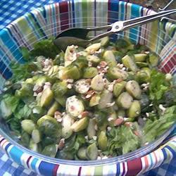 rosenkohl salat mit mandeln und cranberries