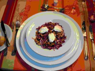 rote bete radicchio salat mit ziegenfrischkäse und karamellisierten walnüssen