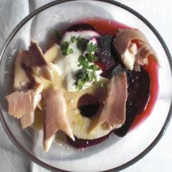 rote bete salat mit räucherforelle und apfel