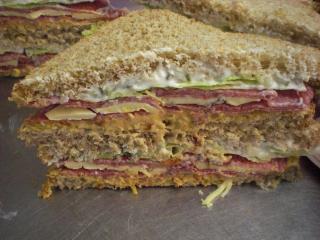 salamisandwich mit gorgonzola