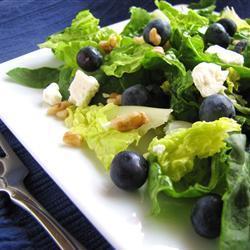 salat mit blaubeeren feta und walnüssen