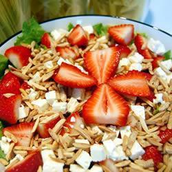 salat mit erdbeeren und feta