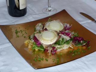 salat mit gebackenem ziegenkäse crottin de chavignol