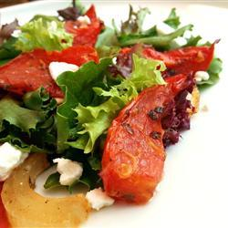 salat mit gerösteten tomaten