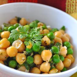 salat mit kichererbsen und erbsen