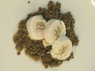 salat von berglinsen mit einer roulade von zander und weserrauchaal