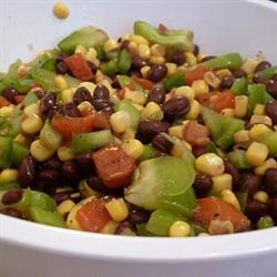 salsa aus mais und schwarzen bohnen