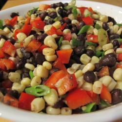 salsa mit schwarzen bohnen und mais