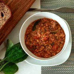 scharfe rote linsensuppe mit spinat