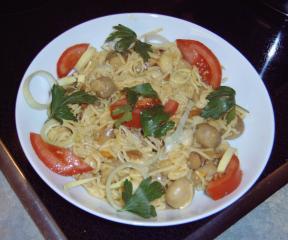 scharfe wok pfanne mit champignons