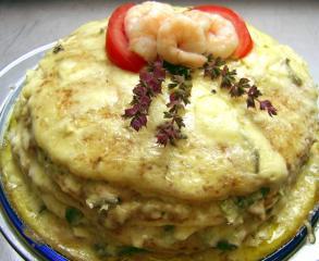 schnelle pfannkuchentorte mit thunfisch krabben blue cheese und rucola