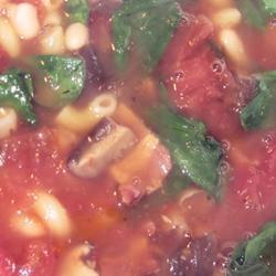 schnelle suppe aus bohnen und spinat
