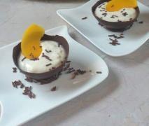 schoko dessert schälchen mit pfirsich eierlikör qu