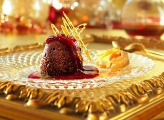 schokoladen törtchen mit vanille cumberland sauce