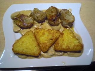 schweinefiletmedaillons mit röstis und steinpilz champignon sauce
