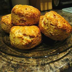 scones mit käse und bacon