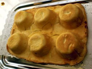 sechs zylinder sechs mini calzone in der muffinform gebacken