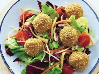 sesamknödel mit salat