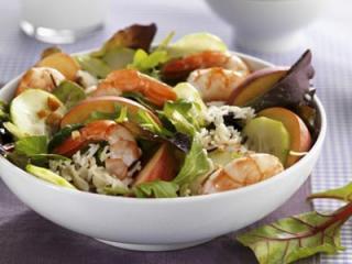shrimps salat mit gurke und dill sahne soße