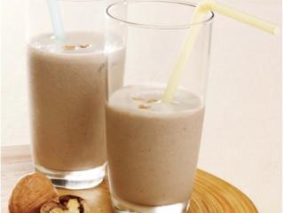 soja smoothie mit walnüssen und bananen
