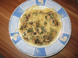 spaghetti in champignon knoblauch sauce