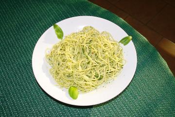 spaghetti mit basilikum pesto