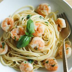 spaghetti mit garnelen und basilikum