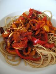 spaghetti mit mini paprika getrockneten tomaten und mozzarella