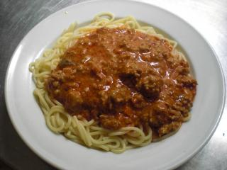 spaghetti mit tomaten mozarella basilikum sauce