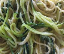 spaghetti mit zucchini gorgonzola sauce